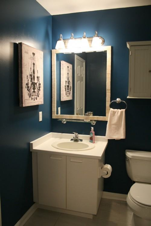 Navy bathroom with patterned flooring #bathroom #neutraldecor #bathroomdesign #elledecor
